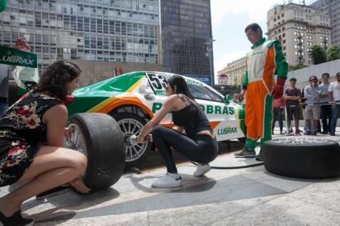 Domingo de Mecânico por um Dia agita Avenida Paulista em São Paulo