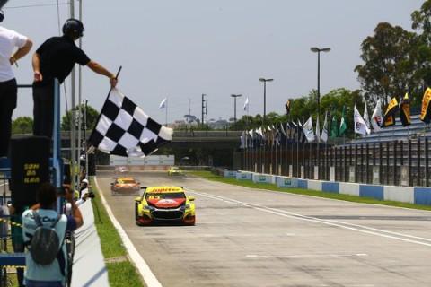 Gabriel Casagrande vence com equipe RMattheis e entra na briga pelo título da Stock Car