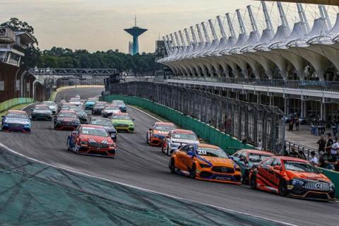 Mercedes-Benz Challenge abre temporada com duas corridas eletrizantes